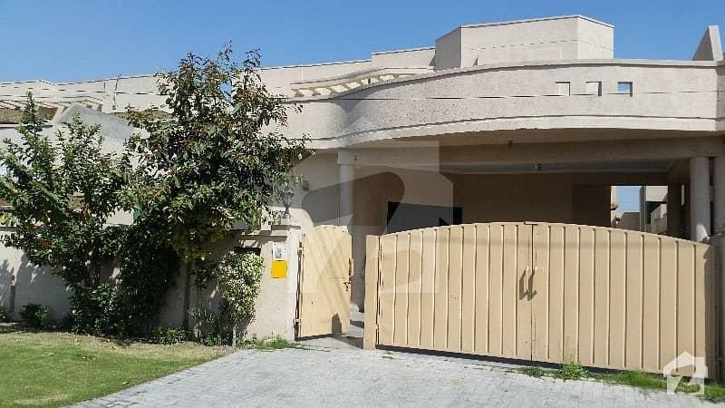عسکری 10 - سیکٹر بی عسکری 10 عسکری لاہور میں 5 کمروں کا 1 کنال مکان 1 لاکھ میں کرایہ پر دستیاب ہے۔