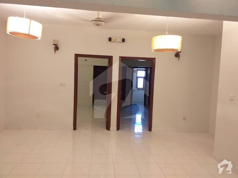 بخاری کمرشل ایریا ڈی ایچ اے فیز 6 ڈی ایچ اے ڈیفینس کراچی میں 2 کمروں کا 4 مرلہ فلیٹ 1.3 کروڑ میں برائے فروخت۔