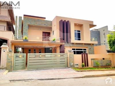 بحریہ ٹاؤن اسلام آباد میں 6 کمروں کا 1 کنال مکان 4.7 کروڑ میں برائے فروخت۔