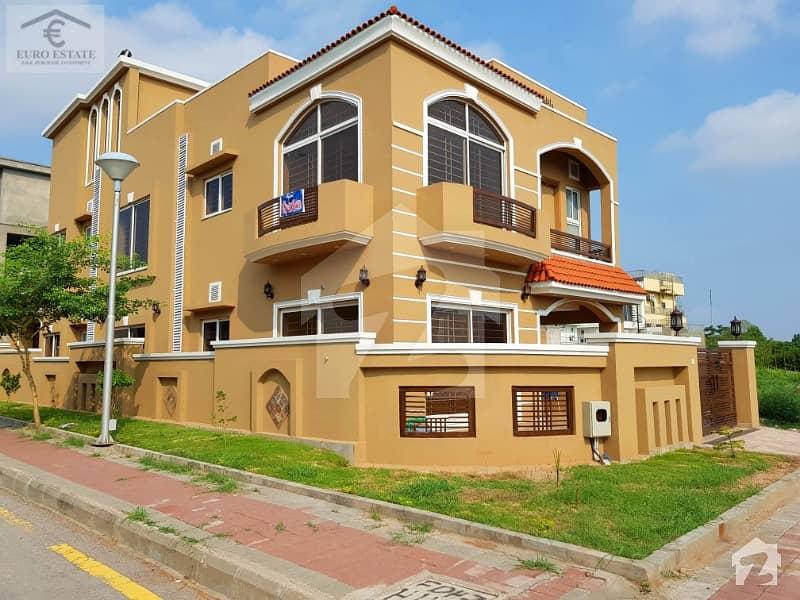 بحریہ ٹاؤن اسلام آباد میں 5 کمروں کا 11 مرلہ مکان 2.5 کروڑ میں برائے فروخت۔