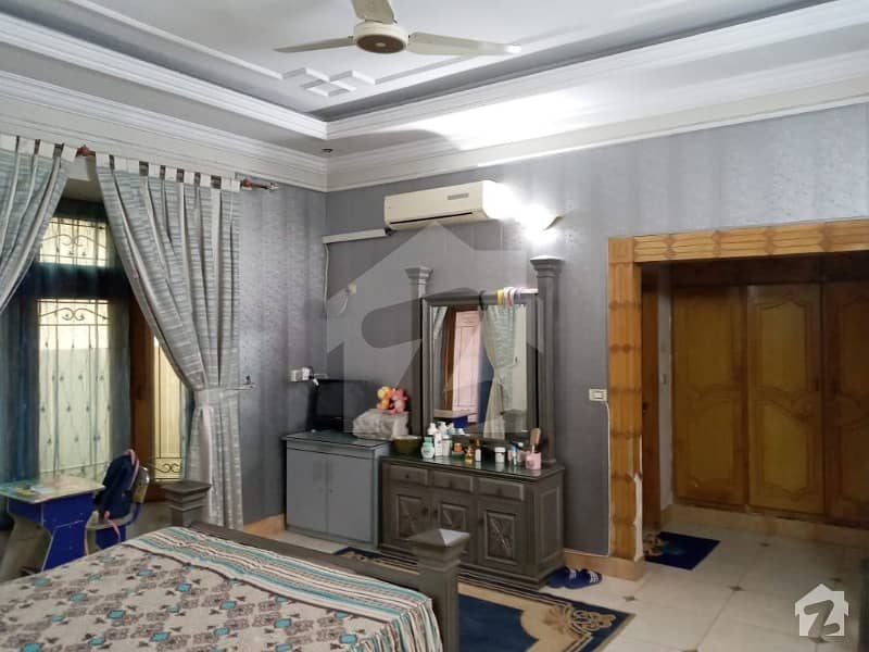 F 10 Islamabad 677 SQYD Beautiful House For Sale 7 Beds Prime Location