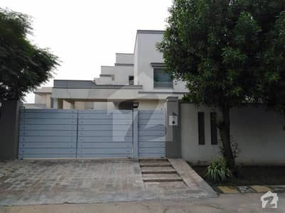 1 Kanal Beautiful House Available For Sale
