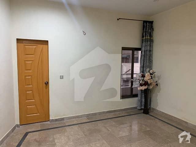 جیل روڈ لاہور میں 1 کمرے کا 1 مرلہ کمرہ 10 ہزار میں کرایہ پر دستیاب ہے۔