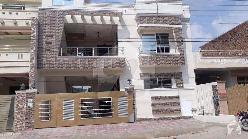 Main Road Owner Build 10 Marla Double Storey House Available In Pakistan Town