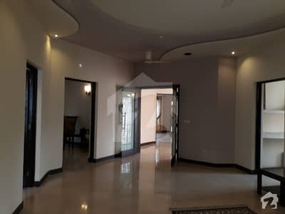 DHA 1 Kanal Awesome Furnished Upper Portion Lower Lock For Rent In Phase 4