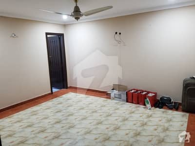 Room For Rent In Abdalian Society B Block Very Close To UCP