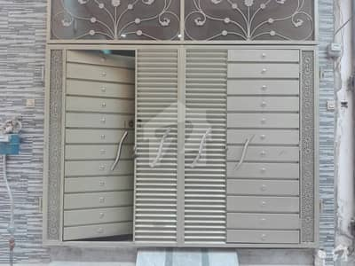 نشتر کالونی لاہور میں 6 کمروں کا 3 مرلہ مکان 30 ہزار میں کرایہ پر دستیاب ہے۔