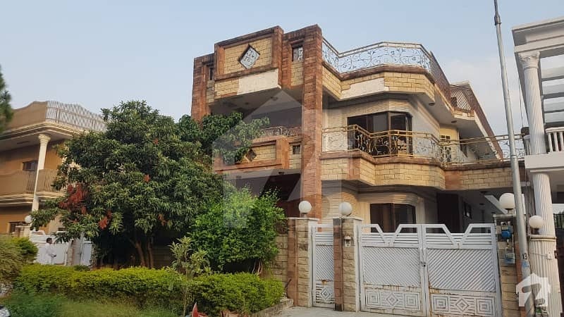 Livable 60x90 Triple Story House Available For Sale