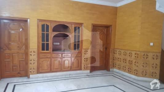 آئی ۔ 8/3 آئی ۔ 8 اسلام آباد میں 9 کمروں کا 1.2 کنال مکان 10.5 کروڑ میں برائے فروخت۔