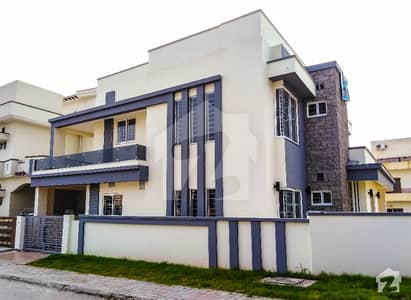 13 Marla Brand New Beautifully Designed And Solid Constructed House For Sale