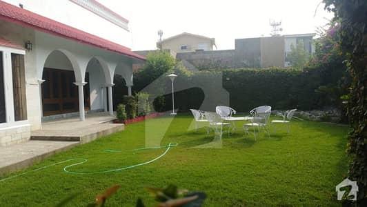 یونیورسٹی ٹاؤن پشاور میں 8 کمروں کا 1 کنال مکان 2 لاکھ میں کرایہ پر دستیاب ہے۔