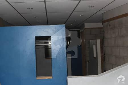 کلفٹن ۔ بلاک 8 کلفٹن کراچی میں 4 مرلہ دفتر 2 کروڑ میں برائے فروخت۔