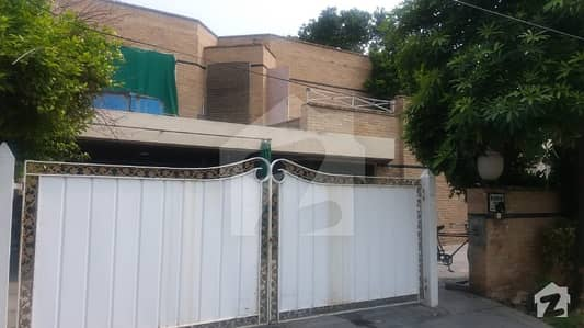 Kanal Solid Owner Build Dream Bungalow in heart of Phase 3 X block near to Mosque and McDonald Original Pictures Attache
