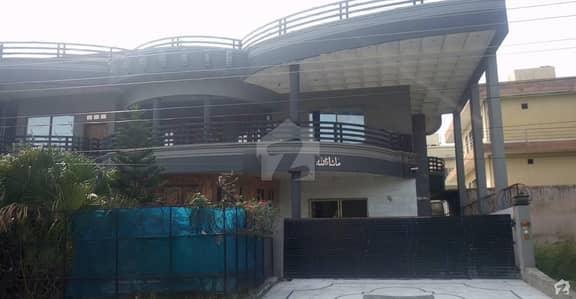 سوان گارڈن ۔ بلاک ایف سوان گارڈن اسلام آباد میں 9 کمروں کا 1 کنال مکان 3.5 کروڑ میں برائے فروخت۔