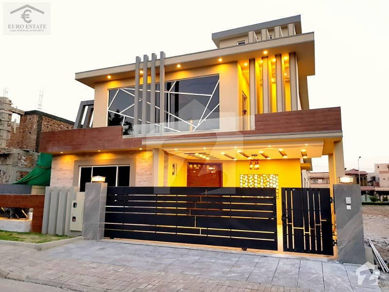Luxury 1 Kanal House With Decorated Lawn