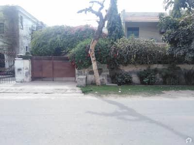 ماڈل ٹاؤن ۔ بلاک ایل ماڈل ٹاؤن لاہور میں 4 کمروں کا 1 کنال مکان 4 کروڑ میں برائے فروخت۔