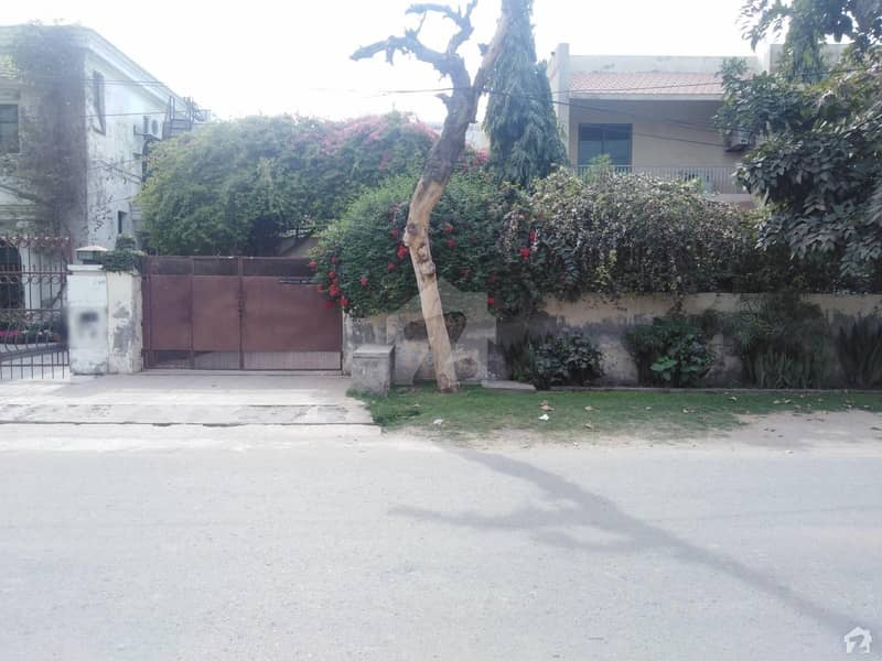 1 Kanal Corner House Is Available For Sale