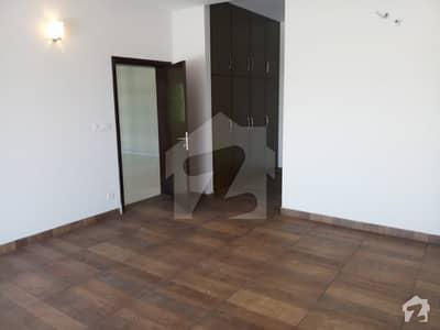 طارق گارڈنز ۔ بلاک ڈی طارق گارڈنز لاہور میں 6 کمروں کا 1 کنال مکان 3.4 کروڑ میں برائے فروخت۔