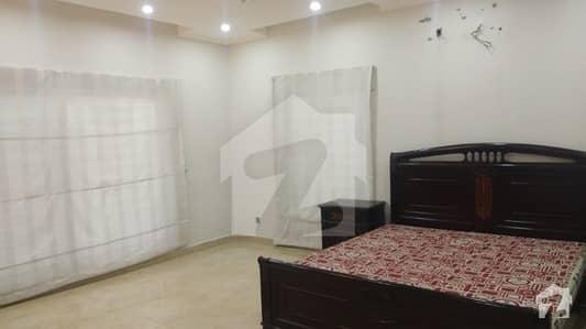 ڈی ایچ اے فیز 8 - بلاک آر ڈی ایچ اے فیز 8 ڈیفنس (ڈی ایچ اے) لاہور میں 3 کمروں کا 1 کنال بالائی پورشن 50 ہزار میں کرایہ پر دستیاب ہے۔