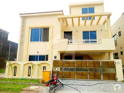 8 Marla Outstanding House For Sale