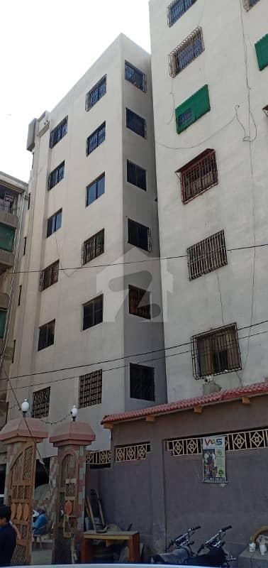 کلفٹن ۔ بلاک 1 کلفٹن کراچی میں 2 کمروں کا 3 مرلہ فلیٹ 60 لاکھ میں برائے فروخت۔