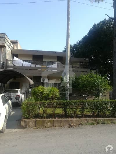 Islamabad Cda Sector G-9/3 Liveable 10 Marla Double Road Corner House For Sale