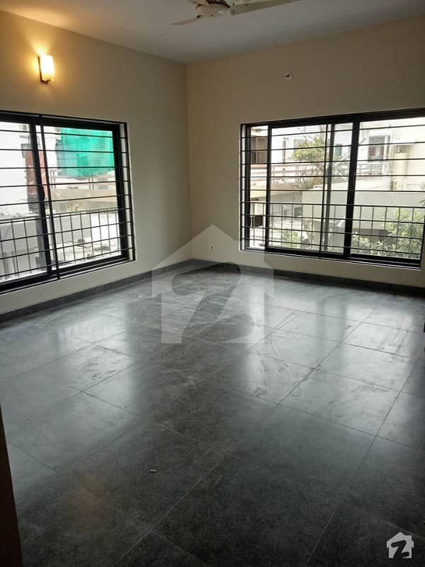 F10 Beautiful 1 Kanal 5 Bed Rooms Newly renovated House available For rent Real Images