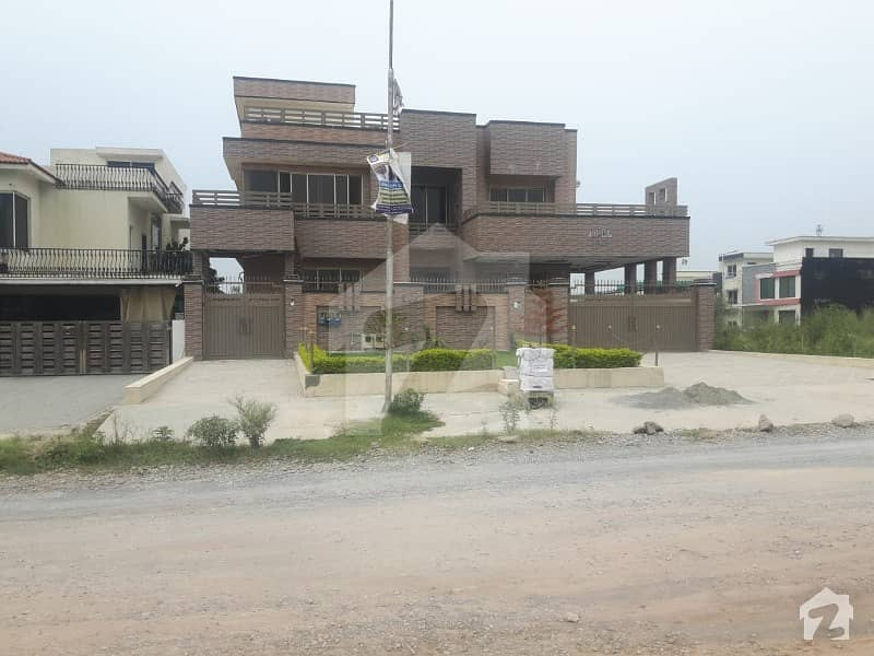 Triple Story 60 X 100 House For Sale On An Ideal Location Main Service Road