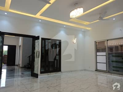 AA Block 1 Kanal Hot Location Bungalow With Basement For Rent Phase 4