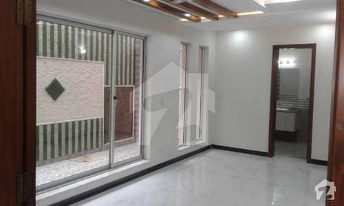 ڈی ایچ اے فیز 8 - بلاک آر ڈی ایچ اے فیز 8 ڈیفنس (ڈی ایچ اے) لاہور میں 3 کمروں کا 1 کنال بالائی پورشن 55 ہزار میں کرایہ پر دستیاب ہے۔