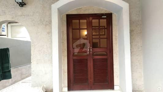 ڈی ایچ اے فیز 4 ڈی ایچ اے کراچی میں 4 کمروں کا 12 مرلہ مکان 7 کروڑ میں برائے فروخت۔