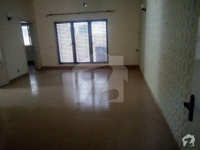 32 Marla 05 Bed Villa In Sarwar Colony On Rent Fully Renovated Near Park