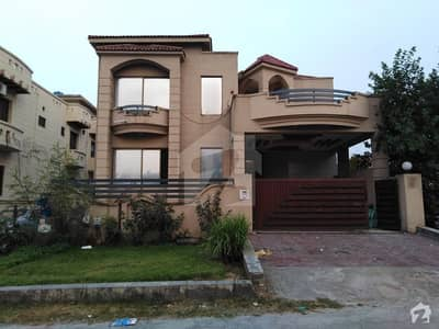 3 Storey Corner House Is Available For Sale