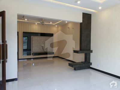 BEAUTIFUL 1 KANAL HOUSE FOR RENT IN DHA PHASES 4 LAHORE
