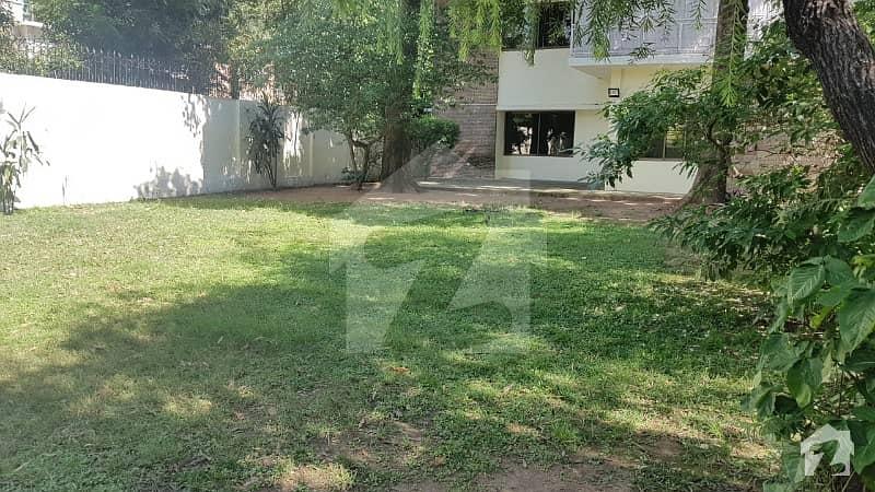 جی ۔ 6 اسلام آباد میں 4 کمروں کا 2.4 کنال مکان 3.5 لاکھ میں کرایہ پر دستیاب ہے۔