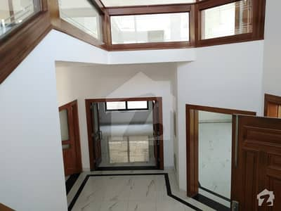 Beautiful House Available For Rent 8 Bedrooms