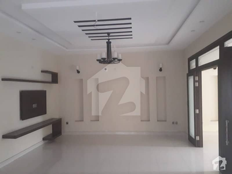 10 Marla Beautiful House With Solid Construction With Servant Quarter Near To Mosque Market And Family Park For Sale In Overseas A