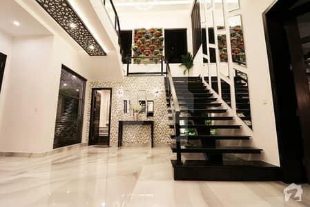 ڈی ایچ اے فیز 6 ڈیفنس (ڈی ایچ اے) لاہور میں 5 کمروں کا 1 کنال مکان 2.45 لاکھ میں کرایہ پر دستیاب ہے۔