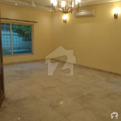 House Is Available For Rent In F-7  5 Bed Rooms