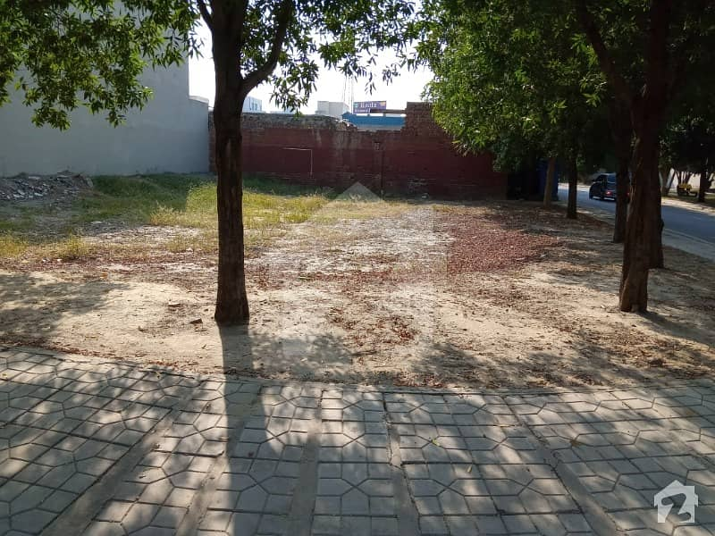 5 Marla plot For sale In DHA 9Town Lahore D block