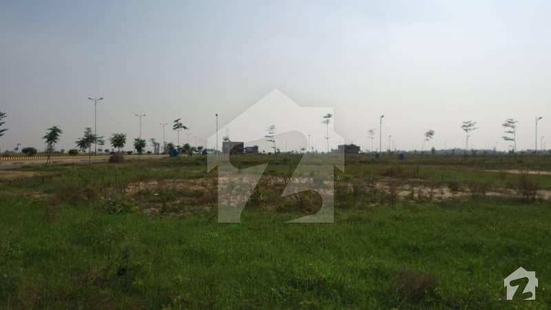 ڈی ایچ اے فیز 7 - بلاک ڈبلیو فیز 7 ڈیفنس (ڈی ایچ اے) لاہور میں 1.09 کنال رہائشی پلاٹ 2.1 کروڑ میں برائے فروخت۔