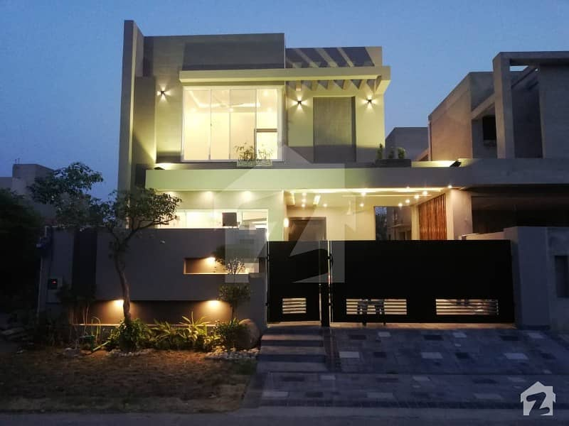 10 MARLA STATE OF THE ART HOUSE FOR SALE IN PHASE 8 LAHORE