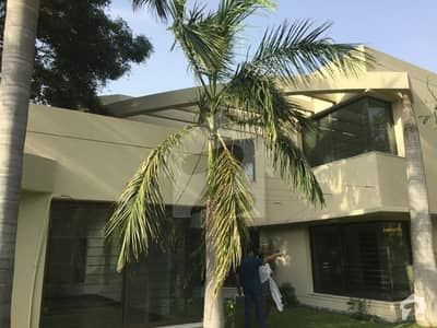 32 Marla 05 Bed Luxury Villa In Sarwar Colony With Basement  On Sale  Fully Renovated Facing Park
