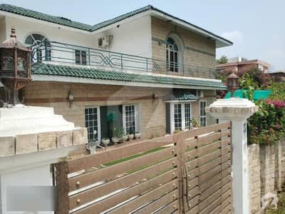 F-10/2 Main Double Road Double Storey House For Sale Size 800 Sq Yards
