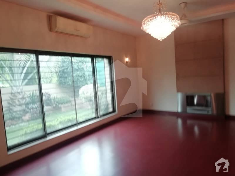 2kanal Super Excellent Bungalow for Rent dha Phase 3 Y Block Near Park