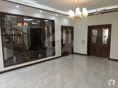 KANAL BRAND NEW HOUSE VERY ATTRACTIVE LOCATION OF DHA PHASE 6