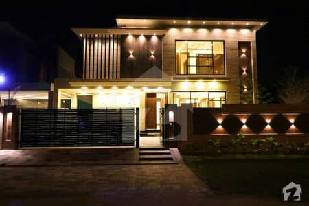 Syed Offers Mazhar Munir Design 1 Kanal Brand New Bungalow For Rent Outclass Location
