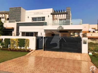 Syed Brothers Offer 10 Marla Beautiful New Full Bungalow For Rent In DHA Phase 4
