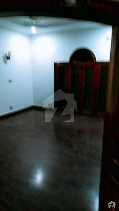 گلبرگ 3 - بلاک اے1 گلبرگ 3 گلبرگ لاہور میں 2 کمروں کا 10 مرلہ بالائی پورشن 35 ہزار میں کرایہ پر دستیاب ہے۔
