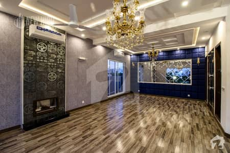 1 Kanal Lavish  Bungalow For Sale At Top Location